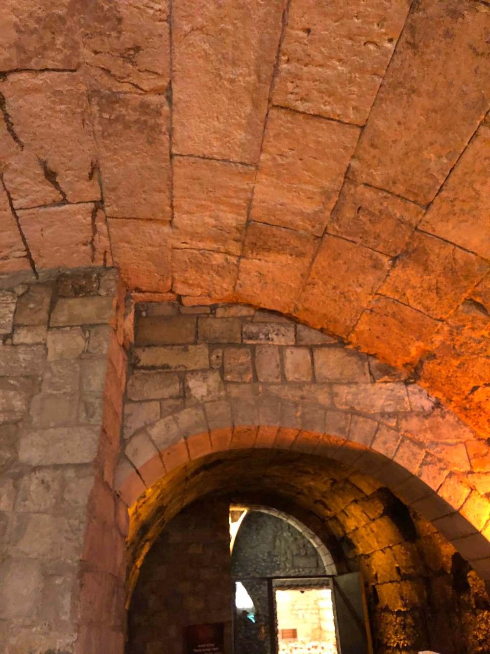 Western Wall Tunnel 1.jpg